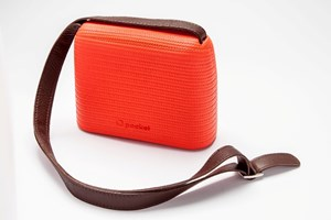Interlaced design for the O Pocket shoulder bag by Full Spot